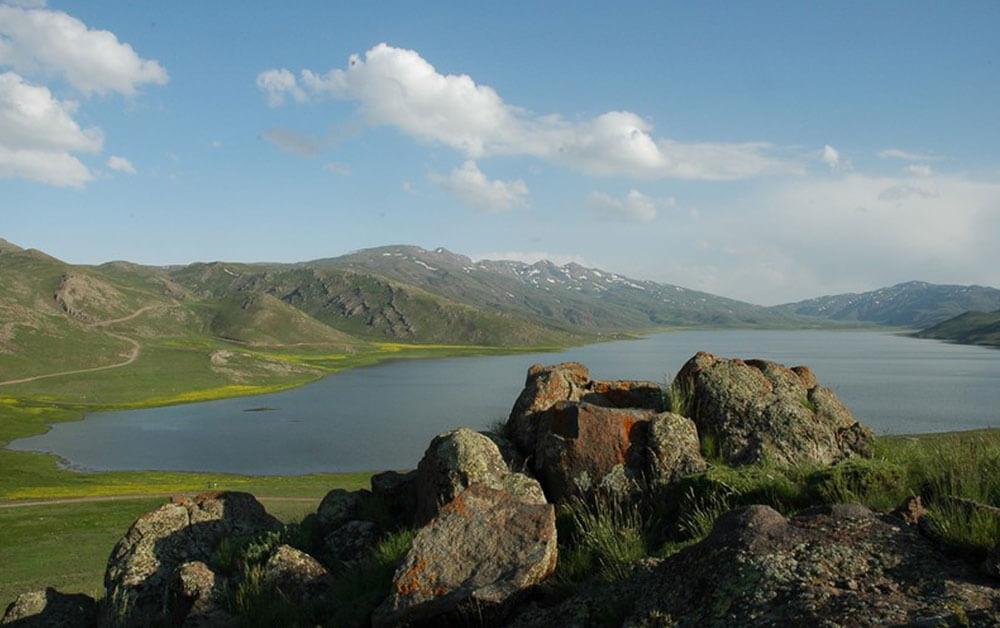 دریاچه نُئور
